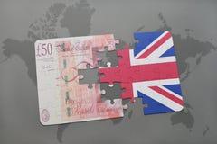 het raadsel met de nationale vlag van het Britse pond van Groot-Brittannië en op een wereld brengt achtergrond in kaart Royalty-vrije Stock Fotografie