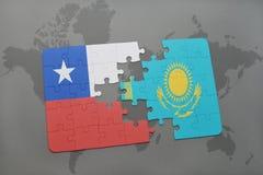 het raadsel met de nationale vlag van Chili en Kazachstan op een wereld brengen achtergrond in kaart Stock Afbeeldingen