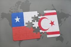 het raadsel met de nationale vlag van Chili en noordelijk Cyprus op een wereld brengen achtergrond in kaart Stock Fotografie