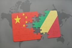 het raadsel met de nationale vlag van China en de republiek van de Kongo op een wereld brengen achtergrond in kaart Royalty-vrije Stock Afbeeldingen