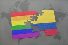 het raadsel met de nationale vlag van Colombia en vrolijke regenboogvlag op een wereld brengt achtergrond in kaart Royalty-vrije Stock Foto's
