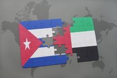 het raadsel met de nationale vlag van Cuba en de verenigde Arabische emiraten op een wereld brengen achtergrond in kaart Royalty-vrije Stock Afbeelding