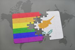 het raadsel met de nationale vlag van Cyprus en vrolijke regenboogvlag op een wereld brengt achtergrond in kaart Royalty-vrije Stock Afbeeldingen
