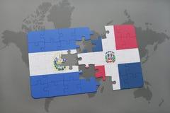 het raadsel met de nationale vlag van de Dominicaanse republiek van El Salvador en op een wereld brengt achtergrond in kaart Stock Foto