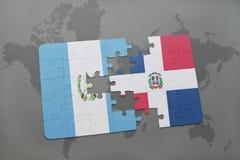 het raadsel met de nationale vlag van de Dominicaanse republiek van Guatemala en op een wereld brengt achtergrond in kaart Royalty-vrije Stock Foto's
