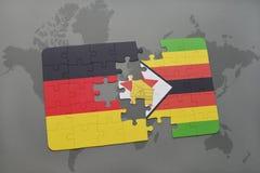 het raadsel met de nationale vlag van Duitsland en Zimbabwe op een wereld brengen achtergrond in kaart Stock Afbeeldingen