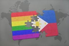het raadsel met de nationale vlag van Filippijnen en vrolijke regenboogvlag op een wereld brengt achtergrond in kaart Stock Foto's