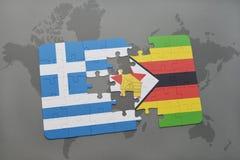 het raadsel met de nationale vlag van Griekenland en Zimbabwe op een wereld brengen achtergrond in kaart Stock Foto's