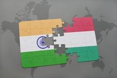 het raadsel met de nationale vlag van India en Hongarije op een wereld brengen achtergrond in kaart Royalty-vrije Stock Afbeeldingen