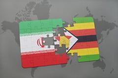 het raadsel met de nationale vlag van Iran en Zimbabwe op een wereld brengen achtergrond in kaart Stock Foto