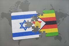 het raadsel met de nationale vlag van Israël en Zimbabwe op een wereld brengen achtergrond in kaart Stock Afbeeldingen