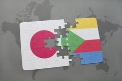 het raadsel met de nationale vlag van Japan en de Comoren op een wereld brengen achtergrond in kaart Stock Foto's