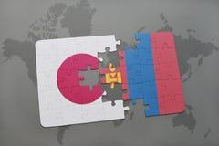het raadsel met de nationale vlag van Japan en Mongolië op een wereld brengen achtergrond in kaart Stock Foto's