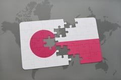 het raadsel met de nationale vlag van Japan en Polen op een wereld brengen achtergrond in kaart Stock Foto's