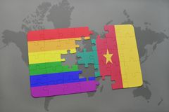 het raadsel met de nationale vlag van Kameroen en vrolijke regenboogvlag op een wereld brengt achtergrond in kaart Royalty-vrije Stock Afbeelding