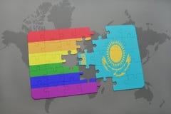 het raadsel met de nationale vlag van Kazachstan en vrolijke regenboogvlag op een wereld brengt achtergrond in kaart Stock Afbeeldingen