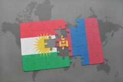 het raadsel met de nationale vlag van Koerdistan en Mongolië op een wereld brengen achtergrond in kaart Stock Afbeeldingen
