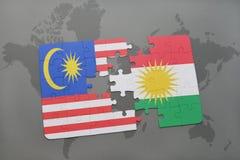 het raadsel met de nationale vlag van Maleisië en Koerdistan op een wereld brengen achtergrond in kaart Stock Fotografie