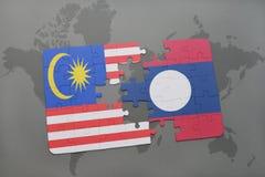 het raadsel met de nationale vlag van Maleisië en Laos op een wereld brengen achtergrond in kaart Royalty-vrije Stock Foto