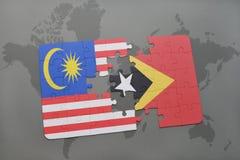 het raadsel met de nationale vlag van Maleisië en Oost-Timor op een wereld brengen achtergrond in kaart Stock Afbeeldingen