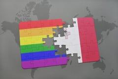 het raadsel met de nationale vlag van Malta en vrolijke regenboogvlag op een wereld brengt achtergrond in kaart Royalty-vrije Stock Afbeelding