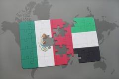 het raadsel met de nationale vlag van Mexico en de verenigde Arabische emiraten op een wereld brengen achtergrond in kaart Stock Foto's