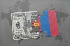 het raadsel met de nationale vlag van Mongolië en het dollarbankbiljet op een wereld brengen achtergrond in kaart Stock Afbeelding