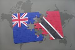 het raadsel met de nationale vlag van Nieuw Zeeland en Trinidad en Tobago op een wereld brengen achtergrond in kaart Stock Foto's