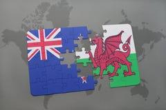 het raadsel met de nationale vlag van Nieuw Zeeland en Wales op een wereld brengen achtergrond in kaart stock fotografie