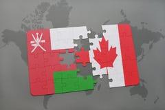 het raadsel met de nationale vlag van Oman en Canada op een wereld brengen achtergrond in kaart Royalty-vrije Stock Foto