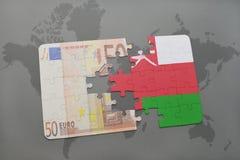 het raadsel met de nationale vlag van Oman en het euro bankbiljet op een wereld brengen achtergrond in kaart Stock Afbeelding