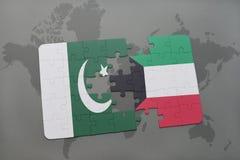 het raadsel met de nationale vlag van Pakistan en Koeweit op een wereld brengen achtergrond in kaart Stock Foto