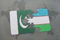 het raadsel met de nationale vlag van Pakistan en Oezbekistan op een wereld brengen achtergrond in kaart Stock Fotografie