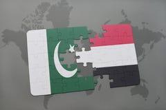 het raadsel met de nationale vlag van Pakistan en Yemen op een wereld brengen achtergrond in kaart Royalty-vrije Stock Foto's
