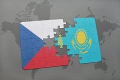 het raadsel met de nationale vlag van Tsjechische republiek en Kazachstan op een wereld brengen achtergrond in kaart Royalty-vrije Stock Fotografie