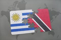 het raadsel met de nationale vlag van Uruguay en Trinidad en Tobago op een wereld brengen achtergrond in kaart Stock Afbeeldingen