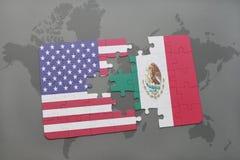 Het raadsel met de nationale vlag van de Verenigde Staten van Amerika en Mexico op een wereld brengen achtergrond in kaart stock afbeelding