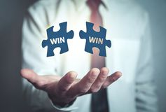 Het raadsel van de mensenholding Win-Win Bedrijfs concept royalty-vrije stock foto