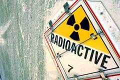Het radioactieve Teken van het Aanplakbiljet van de Waarschuwing Stock Foto