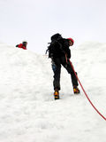 Het rappelling van de bergbeklimmer Stock Fotografie