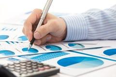 Het rapport van de bedrijfsgrafiekanalyse stock afbeeldingen