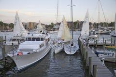 Het ras van de zeilboot bij de Club van het Jacht in Annapolis royalty-vrije stock afbeelding
