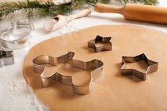 Het recept van de het deegvoorbereiding van peperkoekkoekjes met Stock Foto's
