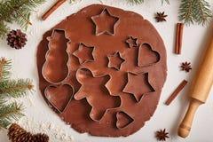 Het recept van de het deegvoorbereiding van peperkoekkoekjes met Royalty-vrije Stock Fotografie