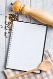 Het boek van het recept met peperkruid Stock Foto's