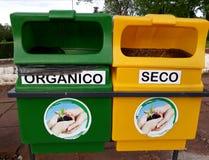 het recycling van bakken van aard stock fotografie