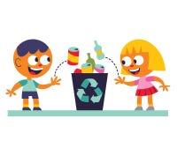 Het recycling van de jongen en van het meisje Stock Fotografie
