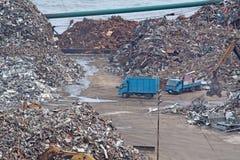 Het recycling van het autokerkhof stock foto