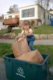 Het recycling van het meisje Stock Afbeelding