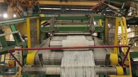 Het recycling van rubber in de chemische industrie stock video